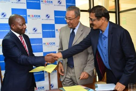 CEO-of-Consolata-Hospital-Nyeri-Mr.-Mureithi-Kiriani-shakes-hands-with-Dr.-BS-Ajaikumar-Chairman-and-CEO-HCG-at-the-press-conference.-Also-present-is-Chairman-of-MP-Shah-Hospital-Dr.-Manoj-Shah.jpg