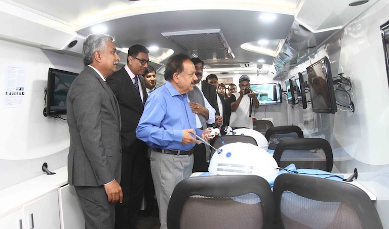 Photo of First-of-its-kind Johnson & Johnson Institute on Wheels Will Address India's Needs in Surgical Education at the Doorstep