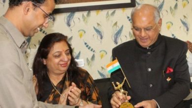 Dr.-Jitendar-Sharma-with-Mrs.-Mr.-Vazirani.jpg