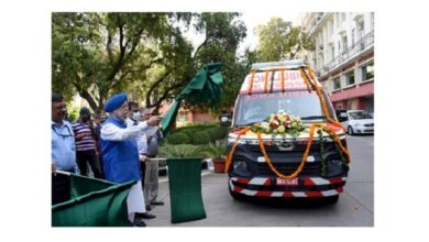 Photo of HUDCO provides ambulances under CSR grant